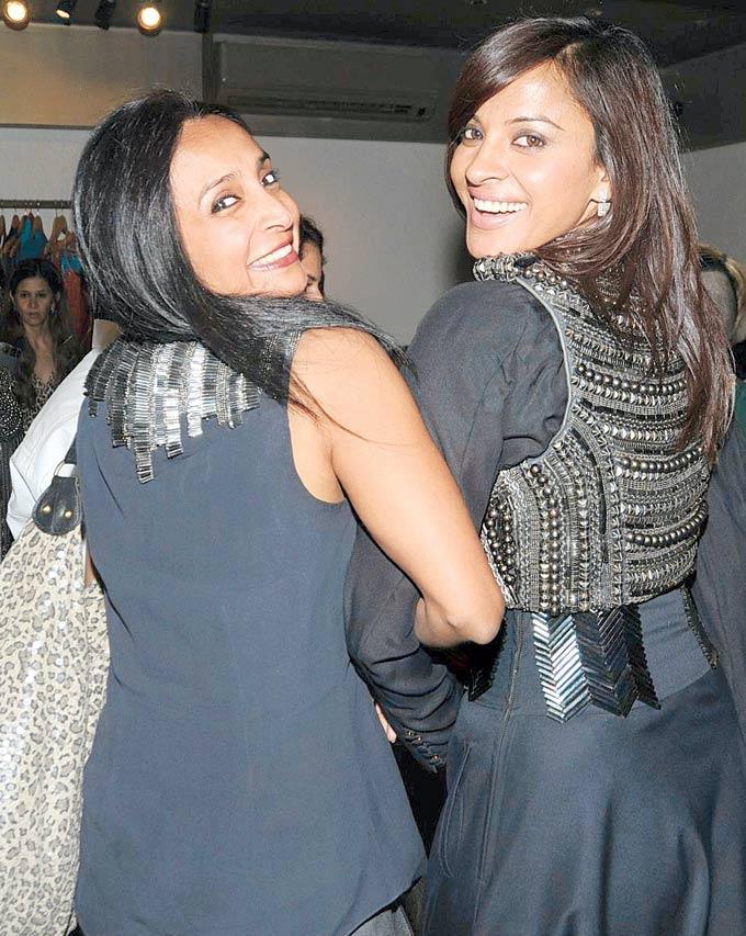 Mansi And Suchitra Smiling Pose At Atosa Preview For Designer Gaurav Gupta And Kanika Saluja