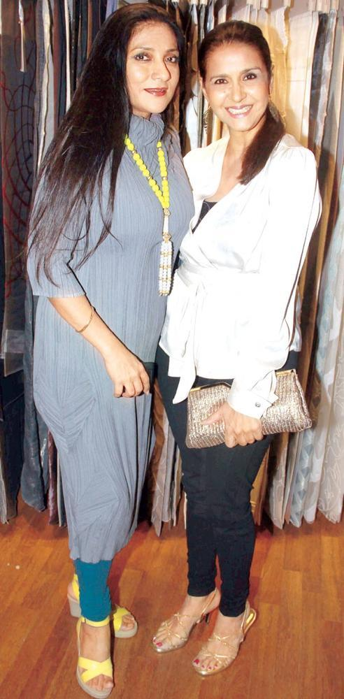 Aarti Catches Up With Sharon At Splendour Collection Launch