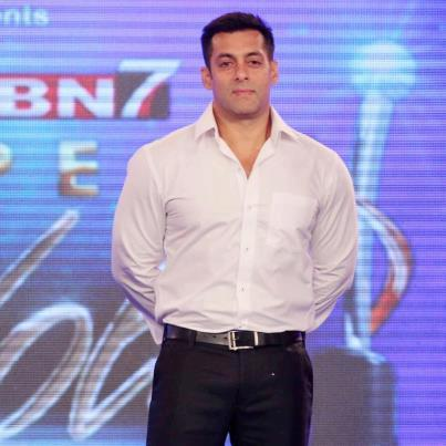 Salman Khan Graced At IBN 7 Super Idols Award Ceremony