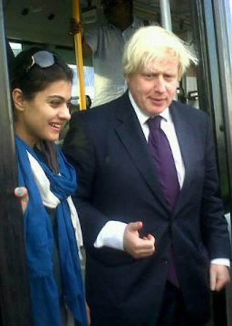 Kajol With Boris Johnson Photo Clicked On The VIP Bus