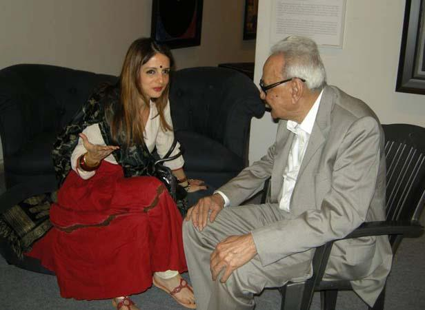 SH Raza With Suzzane Roshan Discussion Still At SH Raza Art Show