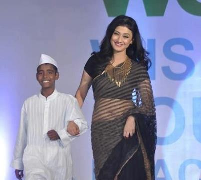 Ragini Khanna On Ramp In A Black Transparent Saree At The Global Peace Fashion Show