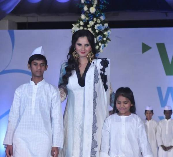 Sania Mirza With Kids On Ramp During Global Peace Fashion Show
