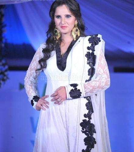 Sania Mirza Look Gorgeous In White Gown At Global Peace Fashion Show