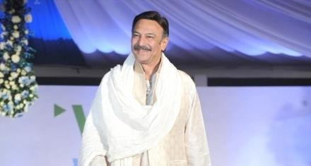 Suresh Oberoi Smiling Face Look Still At Global Peace Fashion Show