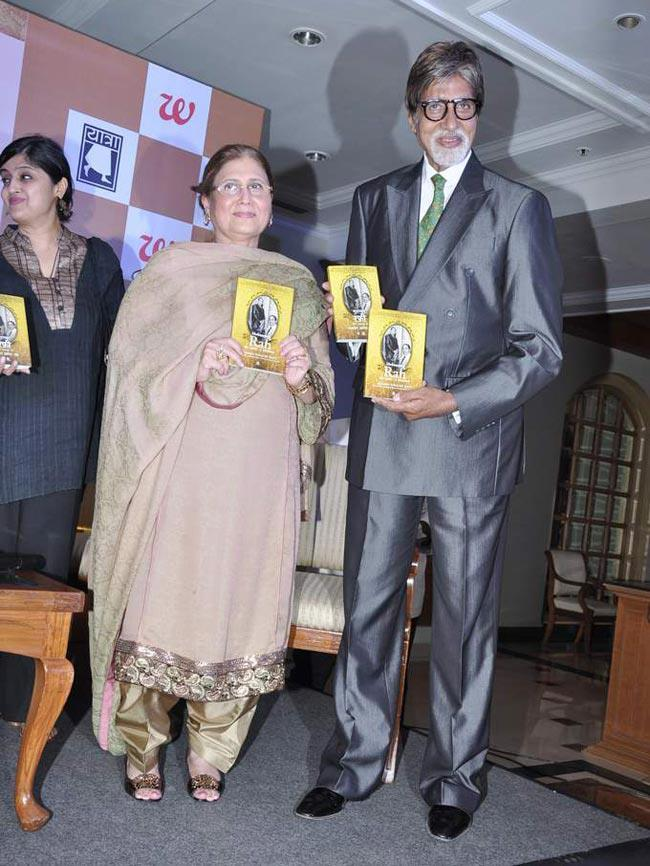 Amitabh And Yasmin With The Book At The Launch Of Book 'Mohammed Rafi My Abba'