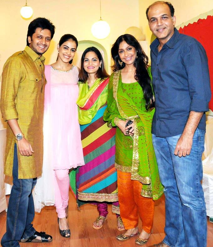 Riteish,Genelia,Alvira,Ashutosh With Hhis Wife Sunita Snapped At Mushtaq Sheikhs Niece Aqeeqah Party