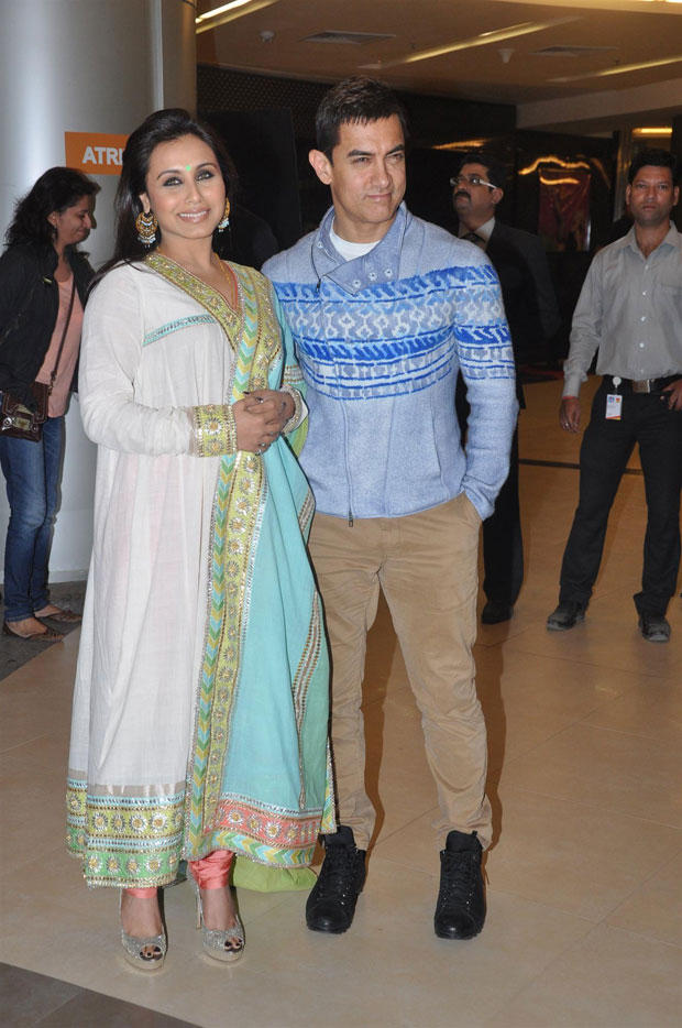 Aamir With Rani Posed For Camera At Talaash Premiere Show