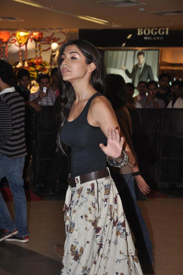 Anushka Sharma Spotted At Talaash Premiere Show Held At Phoenix Market City