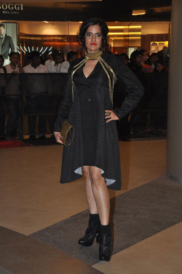 A Celeb Pose For Camera At Talaash Premiere Show