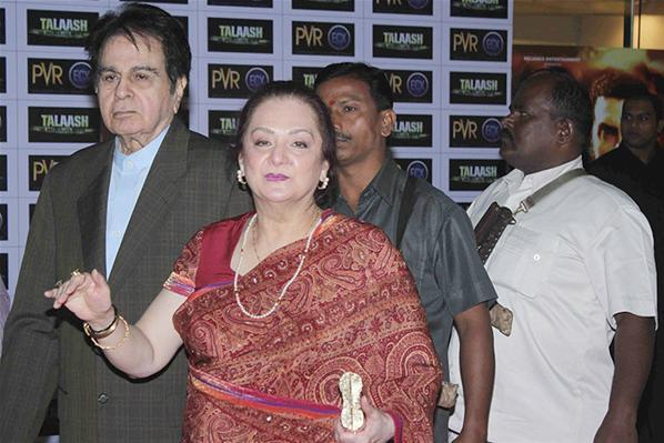 Dilip Kumar With Wife Saira Banu Attend The Premiere Of Talaash Movie