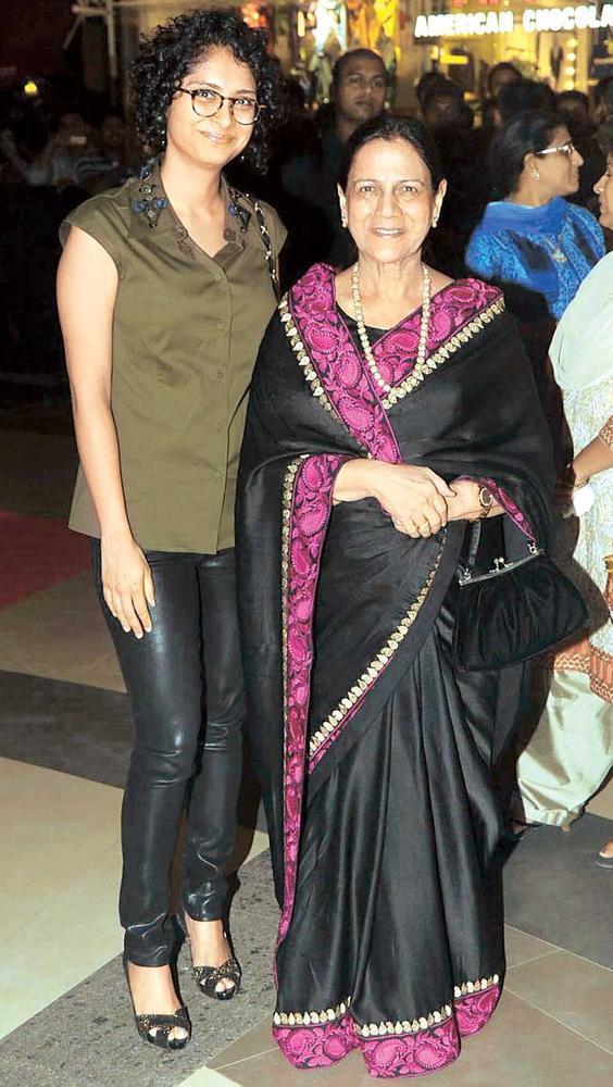 Kiran With Zeenat Posed For Camera At Talaash Premiere Held At Phoenix Market City