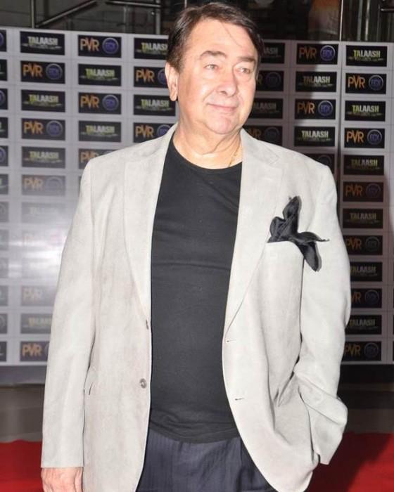 Randhir Kapoor Posed For Camera At Talaash Premiere