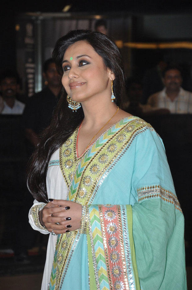 Rani Looked Gorgeous In A White Suit With Chaand-Style Balis At Talaash Premiere Show