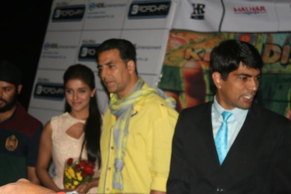 Akshay And Asin Nice Photo At Indore During Promotion Of Khiladi 786