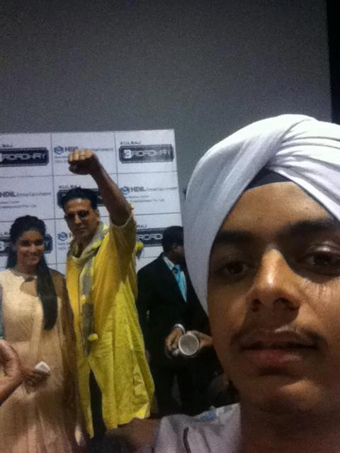 Akshay And Asin Snapped At Indore During Promotion Of Khiladi 786