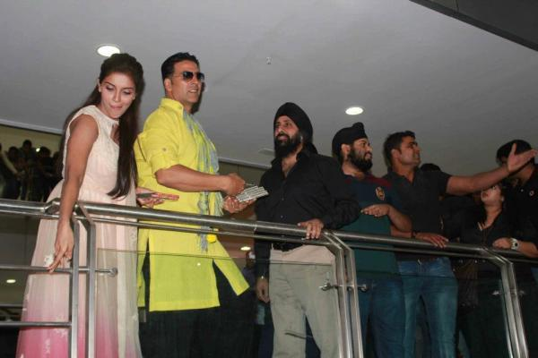 Akshay Kumar And Asin Spotted At Indore To Promote Khiladi 786
