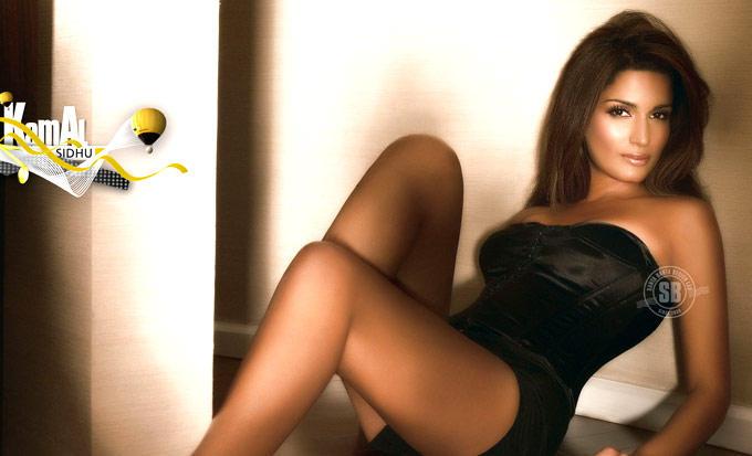 Kamal Sidhu Hot And Sexy Photo In Mini Dress
