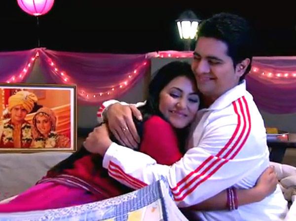Hina Khan And Karan Mehra Hug Still From Yeh Rishta Kya Kehlata Hai