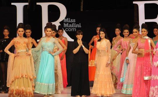 Genelia And Neeta Lulla With Models At IRFW On Day 2