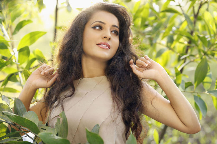 Bhama Completed Her Look With Flowing Hair Still