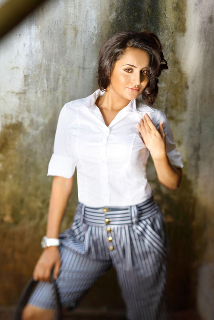 Bhama Cute Sexy Pose Photo Shoot