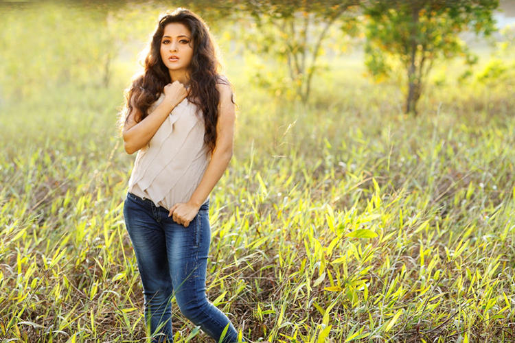 Bhama Looks Fabulous In A Blue Jeans