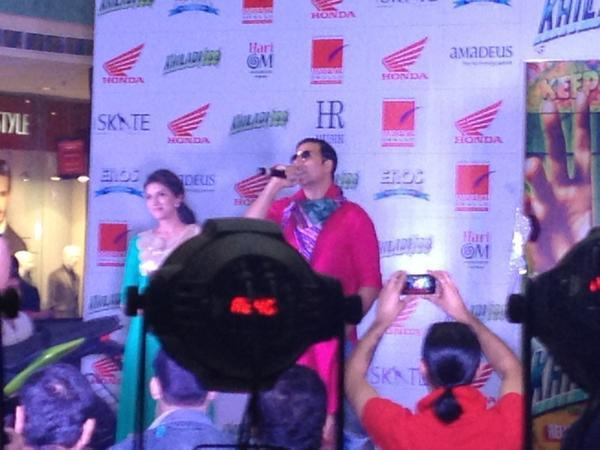 Akshay With Asin On Stage For Promote Khiladi 786 At The Westin Hotel
