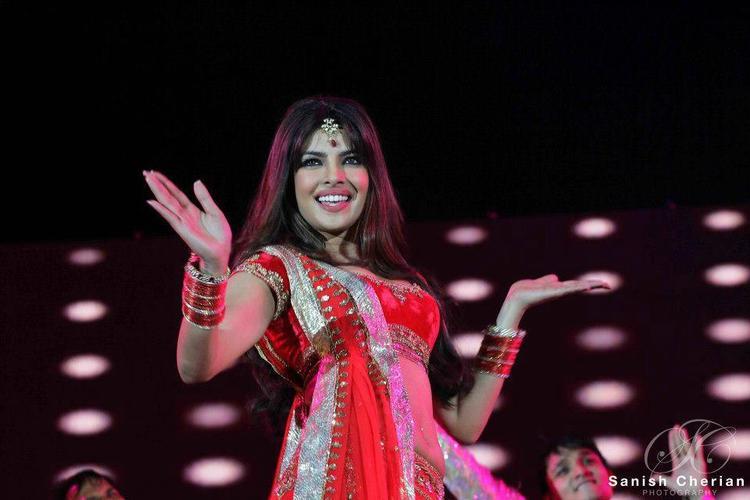 Priyanka Gorgeous Performance At Ahlan Bollywood Concert 2012