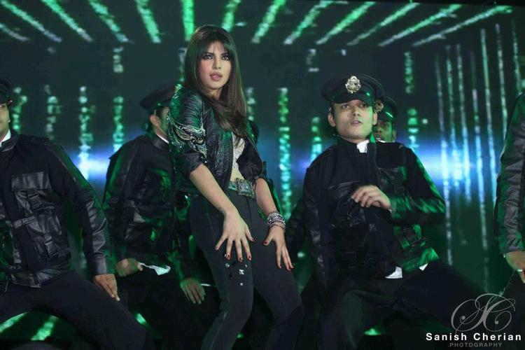 Priyanka Sexy Performance At Ahlan Bollywood Concert 2012
