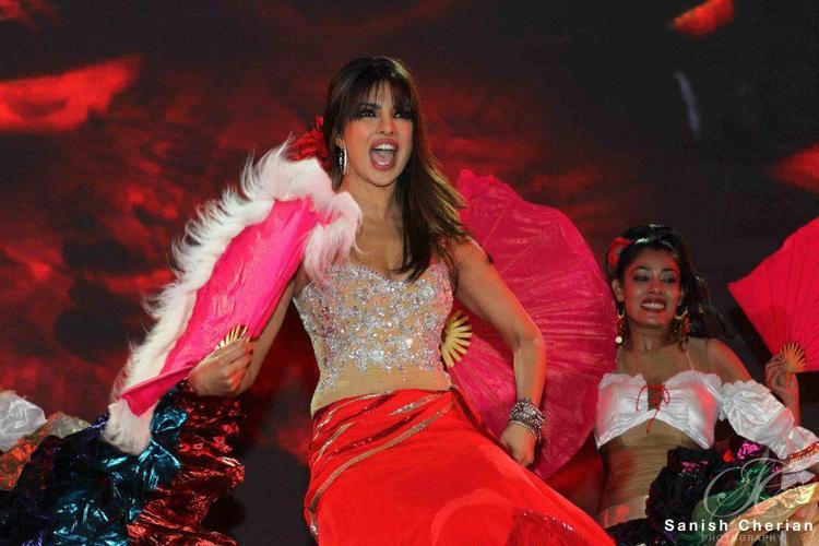 Priyanka Sizzling And Attractive Dance At Ahlan Bollywood Concert 2012