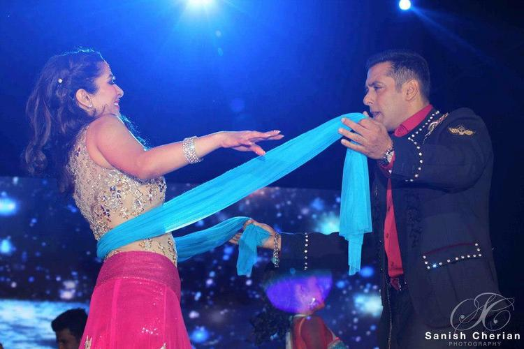 Salman And Sophie Falter Performance At Ahlan Bollywood Concert 2012