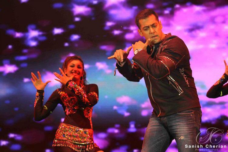 Salman And Sophie In Krishna Style Look At Ahlan Bollywood Concert 2012