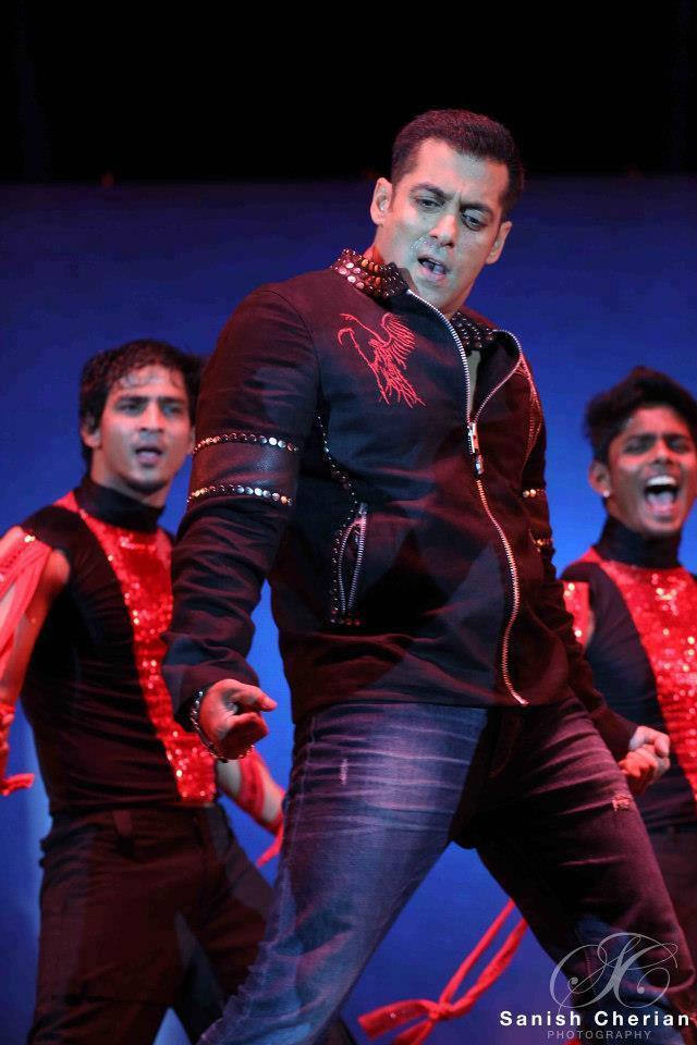 Salman Awesome Performance At Ahlan Bollywood Concert 2012