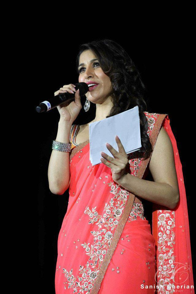 Sophie Looked In Elegant In A Pink Color Saree At Ahlan Bollywood Concert 2012