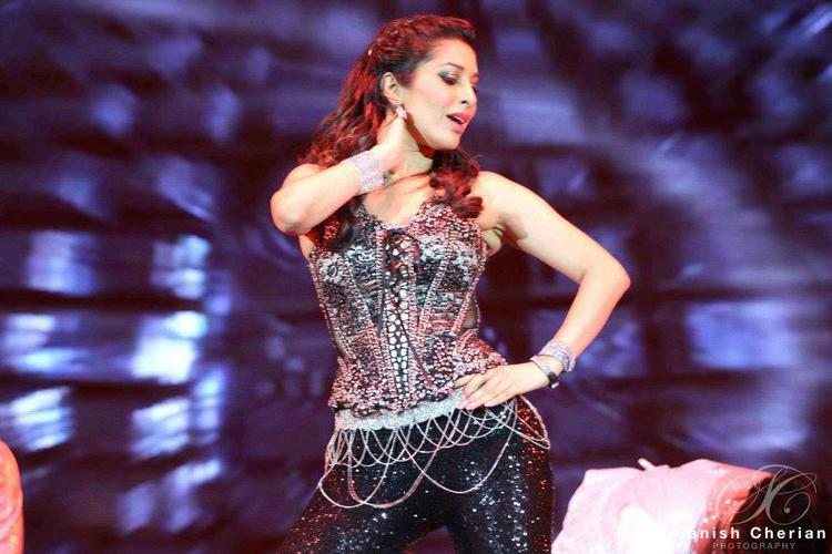 Sophie Looking Hot In Black Dress At Ahlan Bollywood Concert 2012