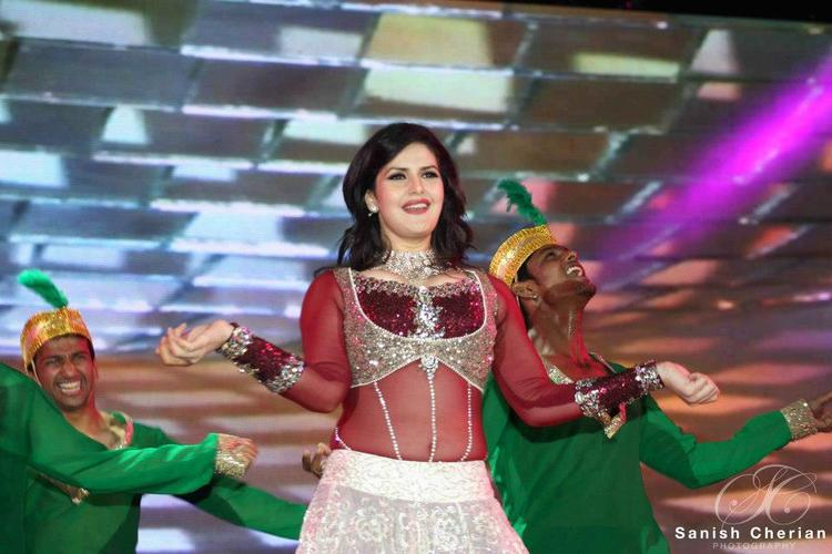 Zarine Rocked The Stage At Ahlan Bollywood Concert 2012