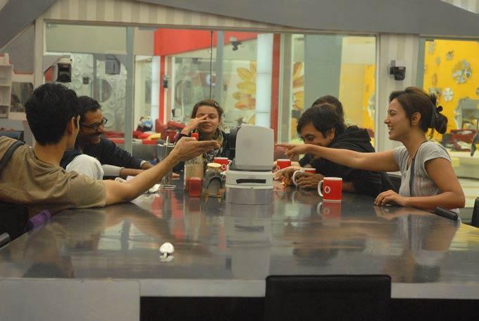 Rajev,Sana,Niketan,Aashka And Vrajesh Snapped In Dinner Table On Day 57 In Bigg Boss 6