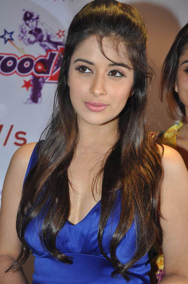 Madhurima Photo Clicked At Crescent Cricket Cup 2012 Press Meet