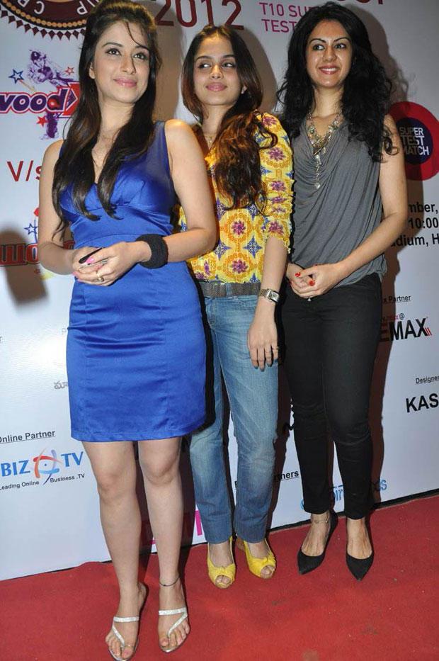 Madhurima,Sheena And Kamna Posed For Camera At Crescent Cricket Cup 2012 Press Meet