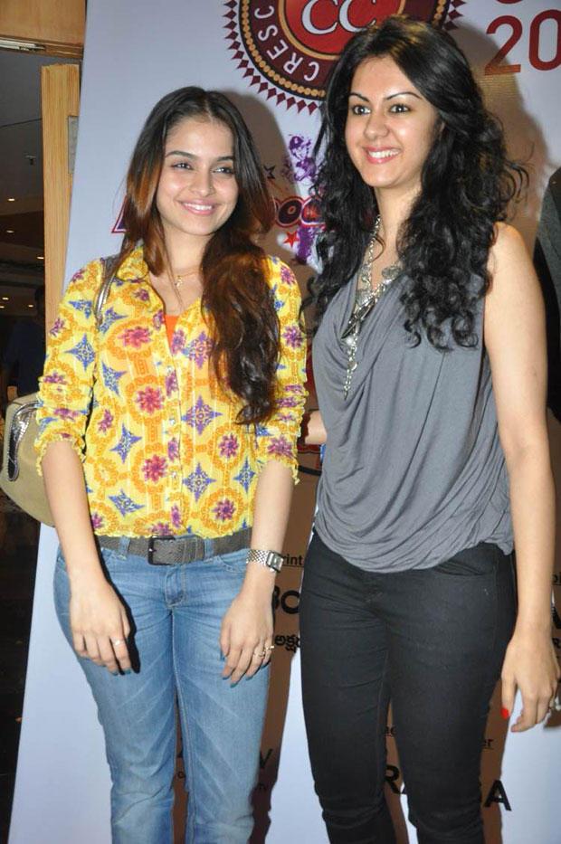 Sheena And Kamna Cute Look Photo Clicked At Crescent Cricket Cup 2012 Press Meet