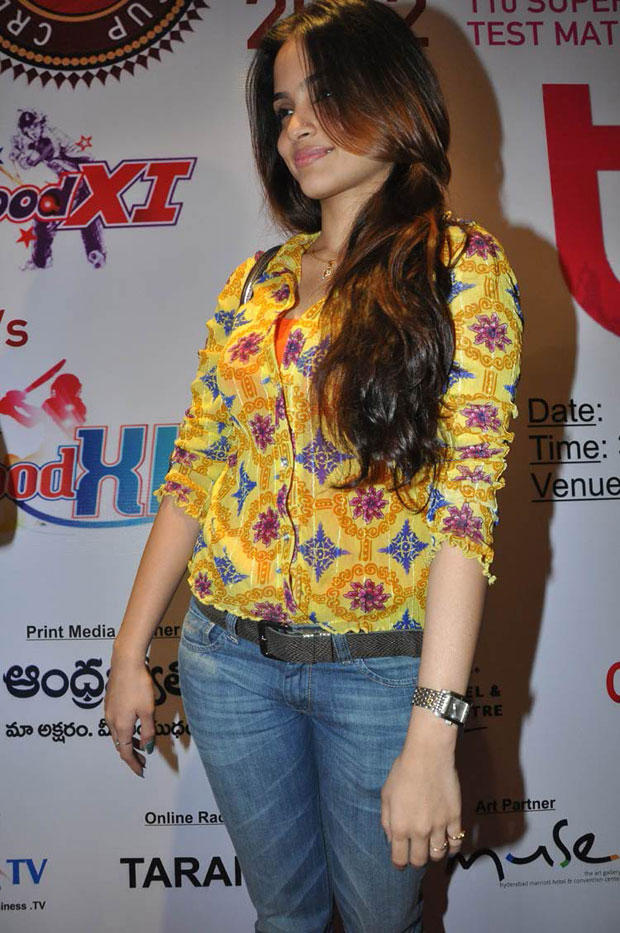 Sheena Spotted At Crescent Cricket Cup 2012 Press Meet