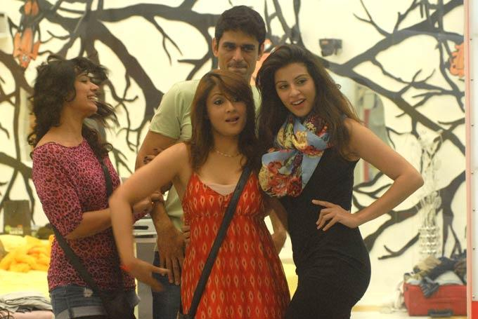 Mink,Niketan,Urvashi And Karishma Rocking Photo On Day 59 In Bigg Boss 6