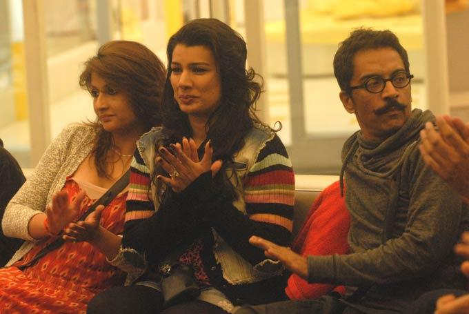 Urvashi,Mink And Vrajesh Smiling Still On Day 59 In Bigg Boss 6