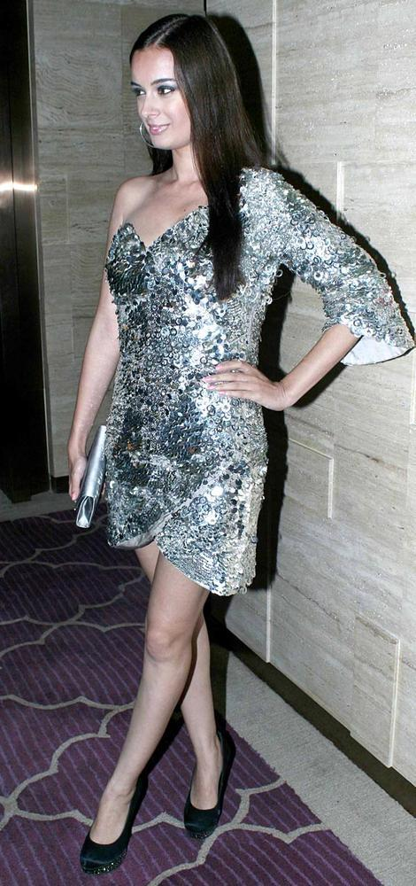 Evelyn Looked Amazing Wearing A Silver Sequin Gayatri Khanna Dress At The Harper's Bazaar Bash