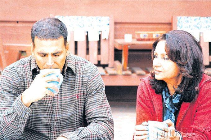 Sharmila Tagore And Akhsay Kumar In 8 x 10 Tasveer Movie