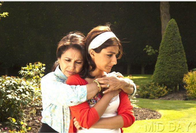 Soha Ali Khan And Sharmila Tagore Nice Still