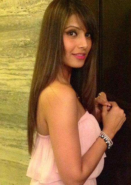 Bipasha Basu Nice Photo At Goa After Arjun And Anjali Kapoor Resort Wear Show