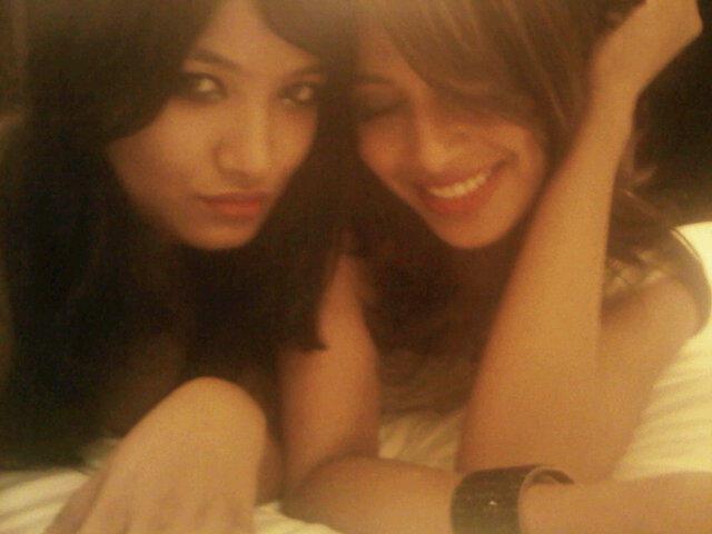 Bipasha With Her Younger Sister Bijoyeta Photo In Goa