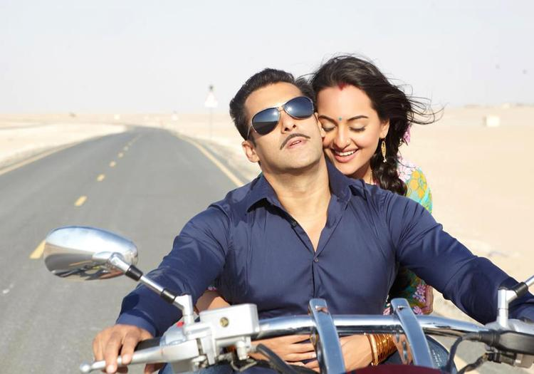 Salman And Sonakshi On Bike Still From Movie Dabangg 2